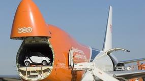 30 smartów i jeden Boeing 747 TNT:  rekord Guinnessa pobity!