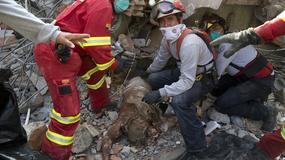 STRAVIČNI PRIZORI RAZORENOG EKVADORA Zemljotres uništio zgrade i puteve, stotine ljudi zarobljeno ispod ruševina i prašine