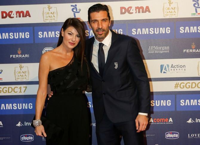 Lepa Italijanka drugačija je od ostalih žena fudbalera