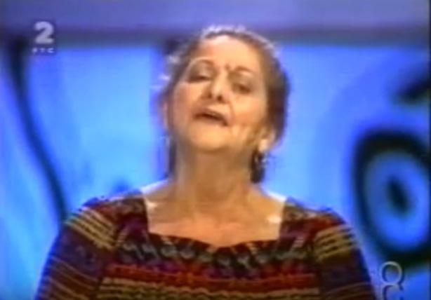 SIN JOJ JE POGINUO KADA JE IMAO SAMO ŠEST GODINA, A OD TUGE JE ZANEMELA I RAZBOLELA SE: Tragična sudbina pevačice koju su svi voleli!