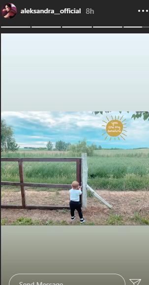 Aleksandra Prijović sa sinom na selu