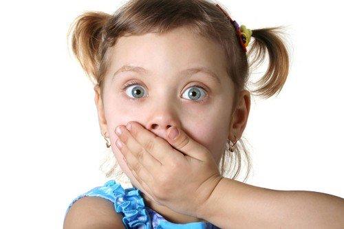 Deca strahove najčešće uče od roditelja. Na primer, ako se majka plaši psa, velika je verovatnoća da će taj strah preneti i na dete