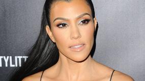 Kourtney Kardashian kusi dekoltem w obcisłej mini. Seksowna?