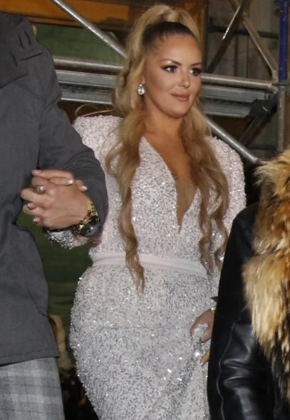 Nataša se pojavila u nežrnoroze haljnii od šljokica