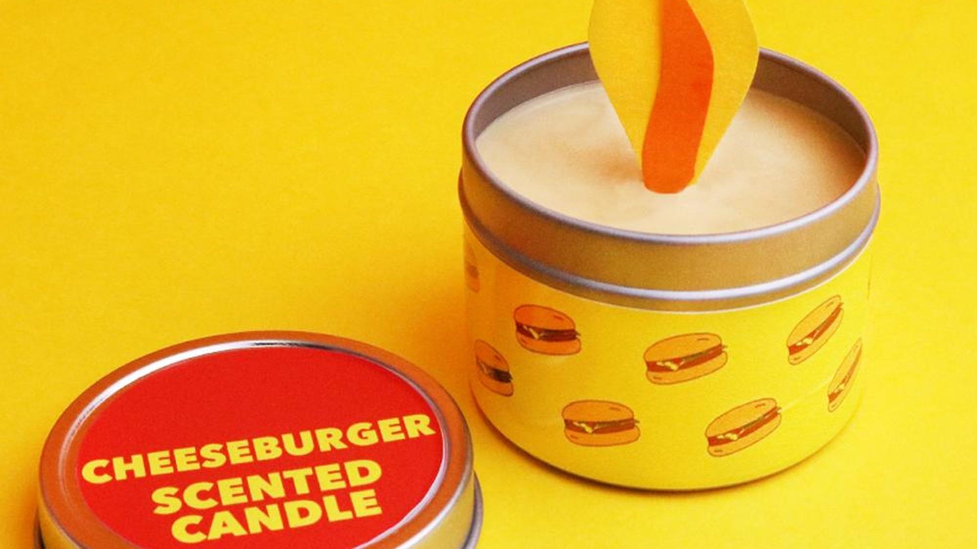 Es gibt jetzt eine Kerze, die nach Cheeseburger riecht