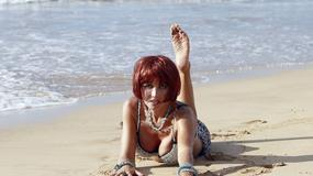 Nadeea Volianova pręży się na plaży