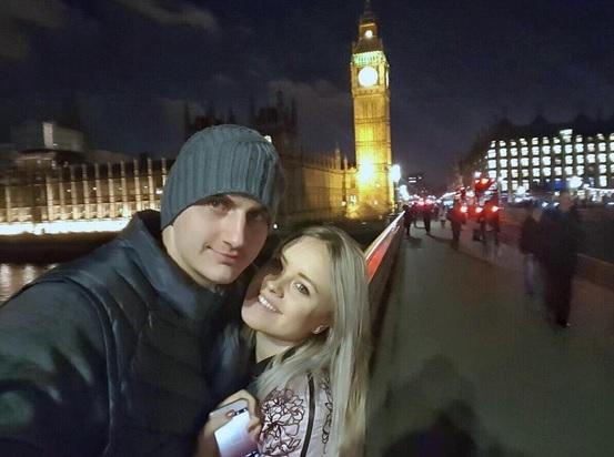Nikola Jokić sa devojkom