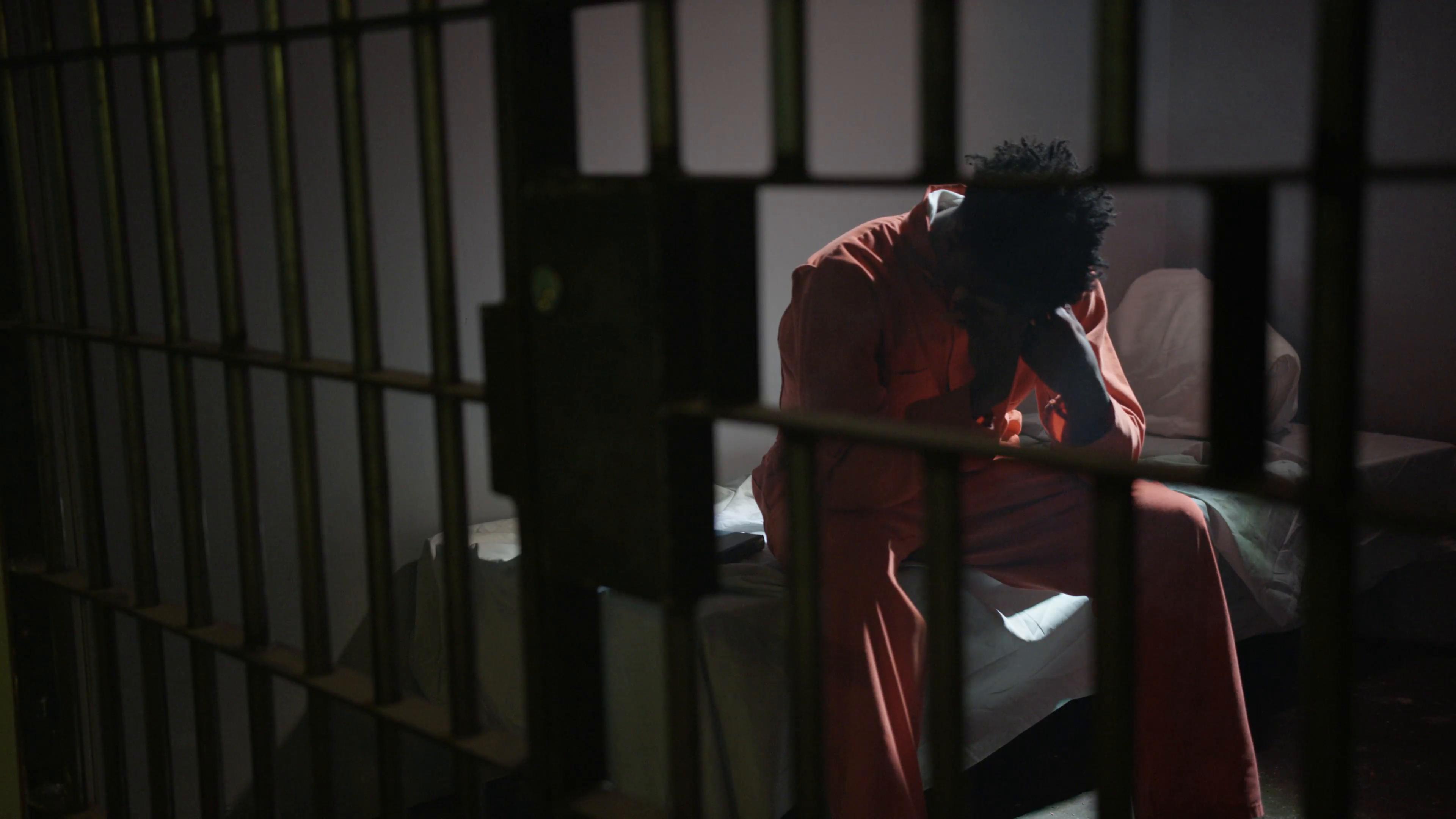 Rüyada Yeni Hapiste Çok Yatan Yakın Birinin Afla Çıktığını Geldiğini Görmek