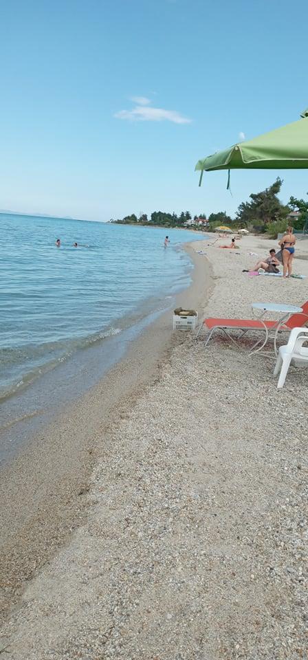 Ljudi na plaži tek ponegde