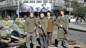TOPOVI NA ULICAMA, PARTIZANSKE PESME I VOJNICI Beograd se danas vratio u 20. oktobar 1944. godine