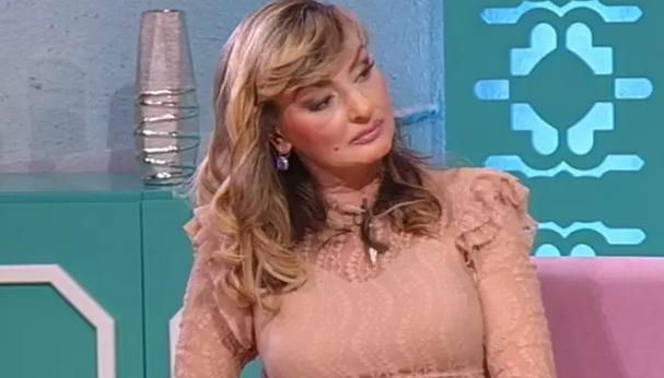 IZA NAJLEPŠEG OSMEHA KRIJE SE OGROMNA PATNJA: Popularna pevačica izgubila DVE NAJVAŽNIJE OSOBE u svom životu!