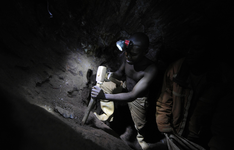 Znalezione obrazy dla zapytania dzieci kopalnia kobaltu kongo