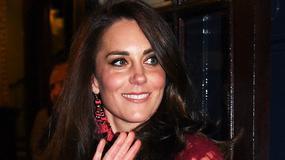 "Księżna Kate na premierze musicalu ""42nd Street"". Bordowy to jej kolor?"