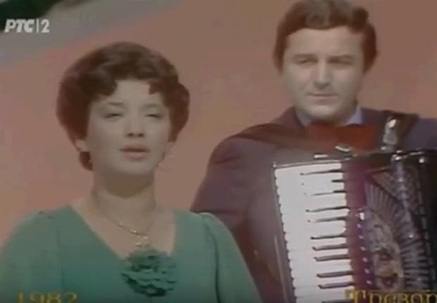 SA 14 GODINA JE RODILA DETE, IMALA OGROMNU SLAVU, A ONDA ČISTILA KLOZETE DA  BI PREŽIVELA: Teška sudbina čuvene jugoslovenske pevačice koja je posle  svega izgubila NAJTEŽU BITKU!