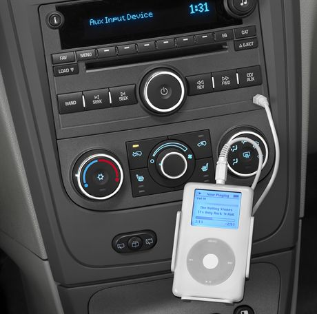 2007 Chevrolet HHR with auxiliary audio input jack/iPod. X07CT_HR020  (United States)
