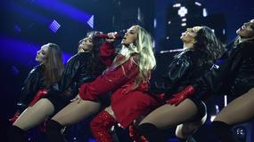 Jennifer Lopez w czerwieni na koncercie
