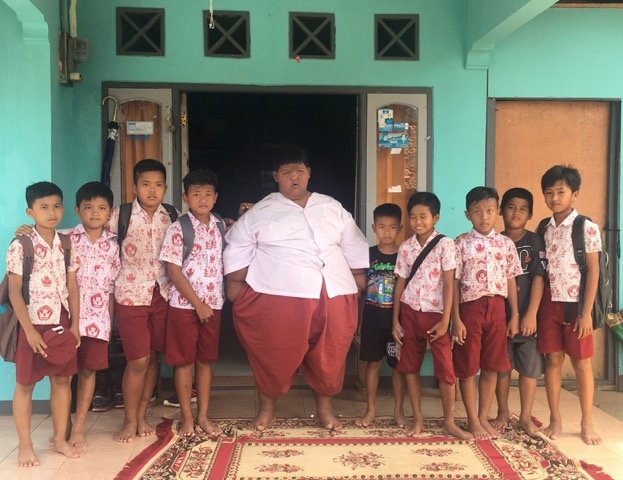 Arja sa školskim drugovima