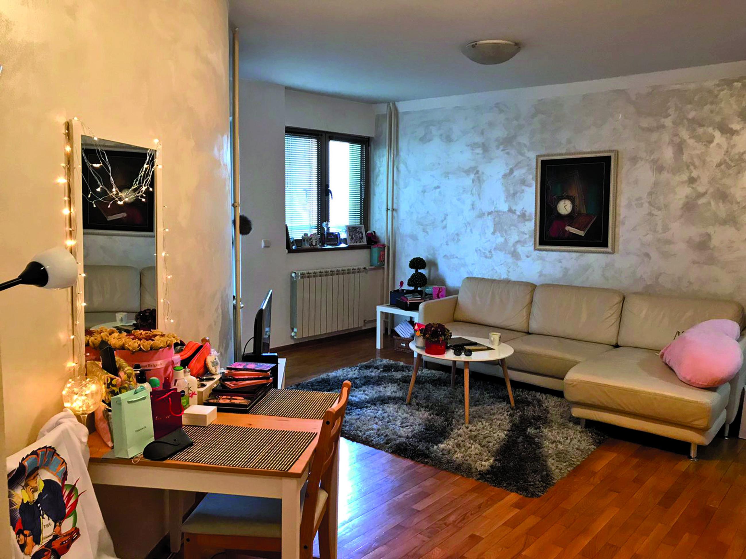 Ovde živi bivša kontroverzna učesnica ZADRUGE: Ne voli da sređuje stan, a oko toga joj pomažu ONI! VIDEO