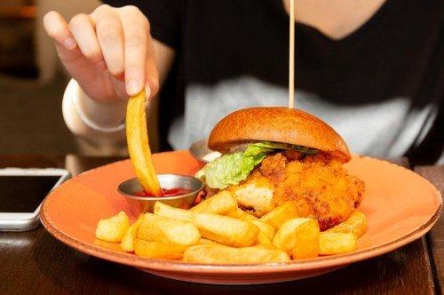 Uzrok povećanih masnoća u krvi kod više od polovine pacijenata krije se u nepravilnoj ishrani, a kod ostalih je krivac nasledni faktor