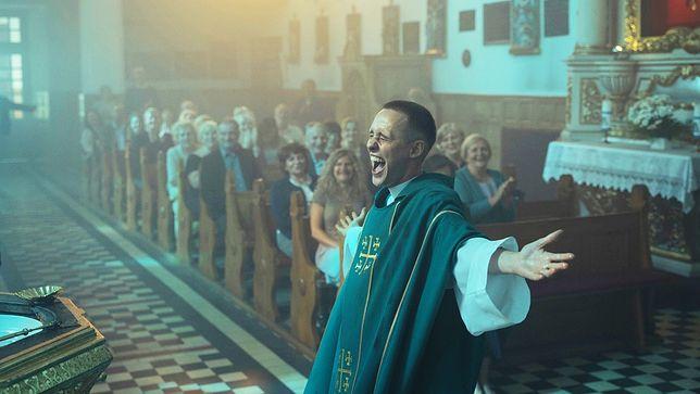 """Boże ciało"""" robi furorę na świecie. Powalczy nie tylko o Oscara, ale i  Złote Globy - Kultura - Newsweek.pl"""