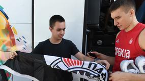 """Sale i Kalina ne mogu jedan bez drugog, """"orlovi"""" na meti navijača, Partizanova zastava za Bogdana /FOTO/ /VIDEO/"""