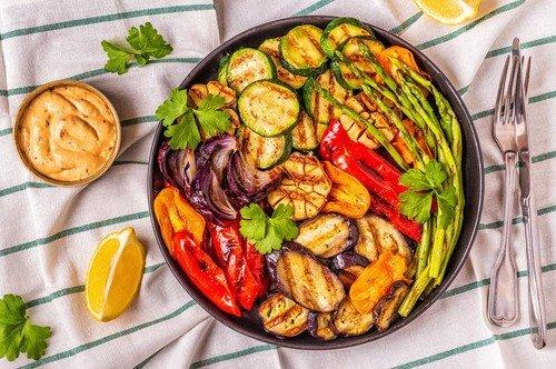 Posle pečenja navalite na salate i kompot