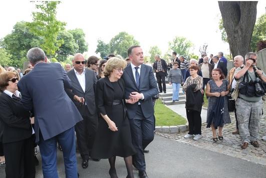Goran na sahrani Bate Živojinovića, odmah iza njegove supruge Lule