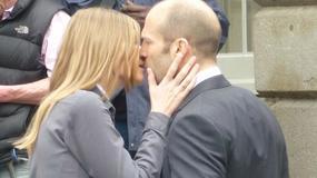 "Agata Buzek całuje Jasona Stathama na planie ""Hummingbird"""