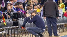 Gerard Pique z synem na meczu koszykówki
