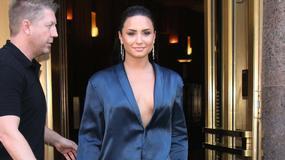 Demi Lovato w niebieskim garniturze. Co ona na siebie założyła?!