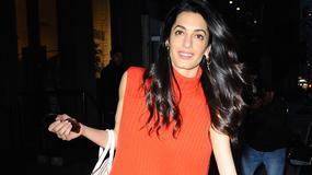 Amal Clooney - jej kozaki w kwiatki stały się hitem!