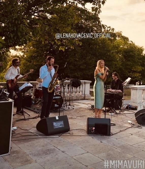 Na venčanju je pevala Lena Kovačević