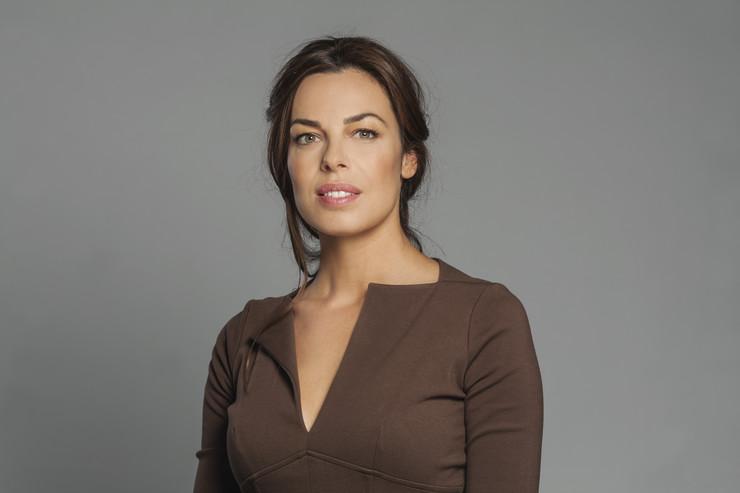 Katarina Radivojević stigla u Beograd i izgledom ZASENILA SVE: Obukla izazovnu suknju sa dubokim šlicem, pa otkrila atribute! (FOTO)