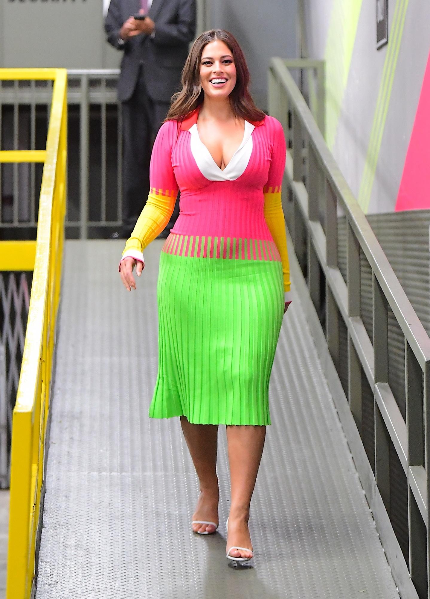 d804252ee5 Kolorowa Ashley Graham - cudownie wygląda! - Moda