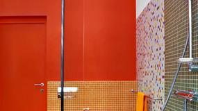 Nowoczesne prysznice bez brodzika i kabiny