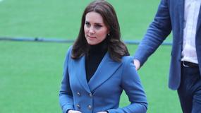 Księżna Kate skrzętnie ukrywa ciążowe krągłości w stylowym płaszczu. Wygląda olśniewająco!