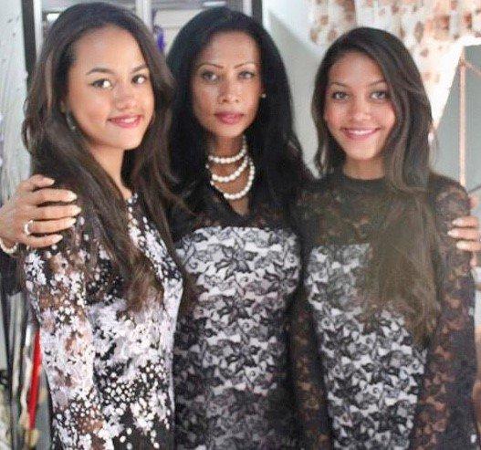 Lajla sa ćerkama