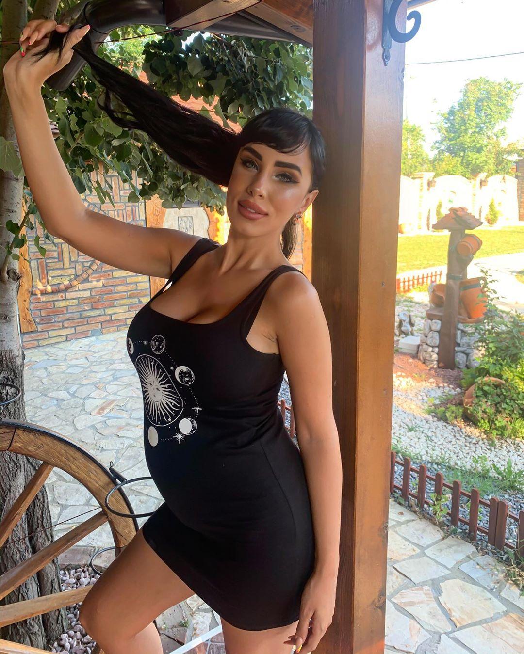 Mislila je da je KRENUO POROĐAJ: Oglasila se Aleksandra Subotić!