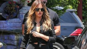 Khloe Kardashian w bardzo obcisłych legginsach. Co za pupa!