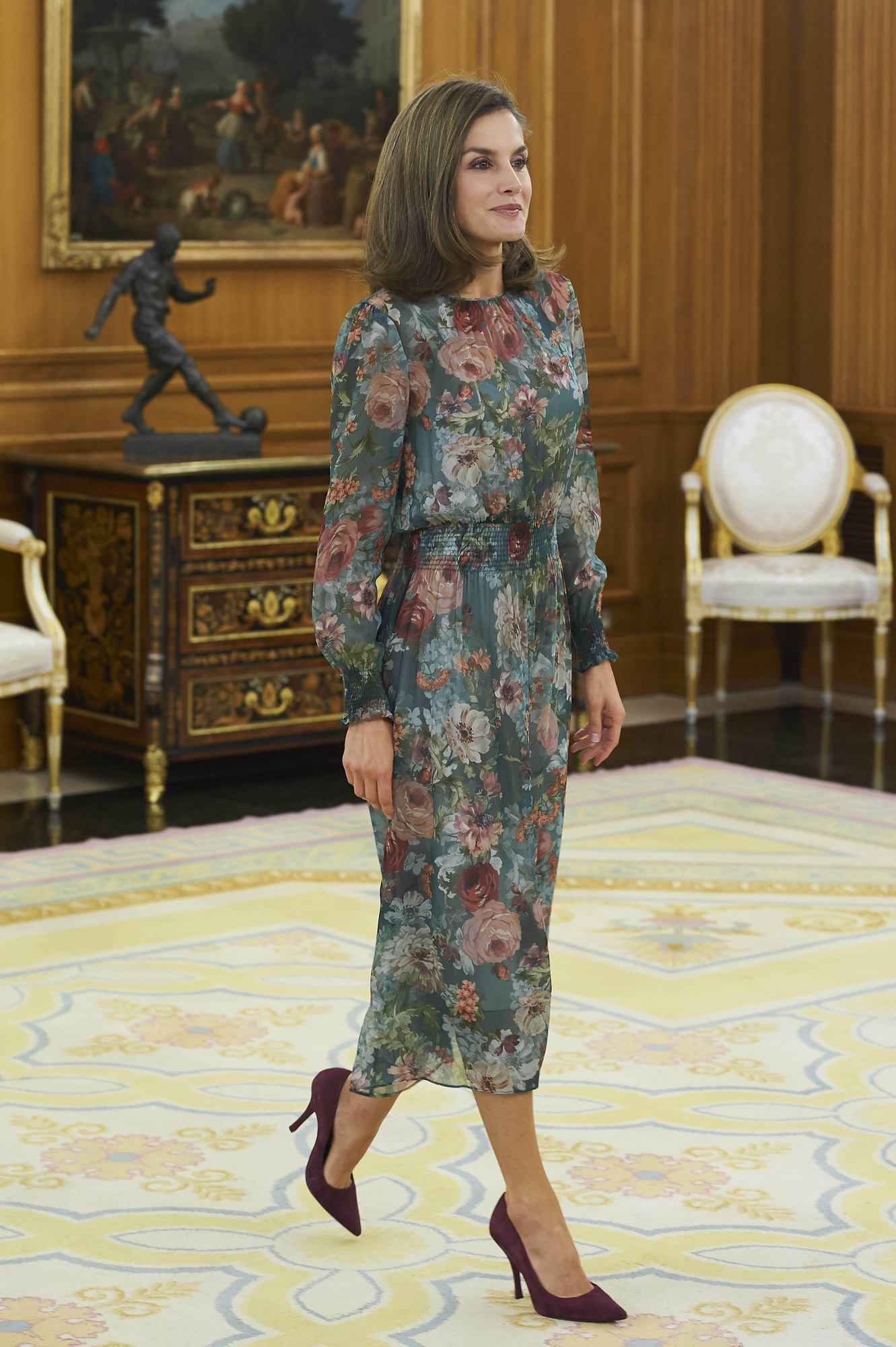 Królowa Letizia na spotkaniu w sukience Zary. Styl Królowej