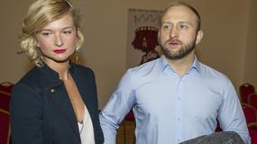 Borys Szyc z partnerką, Dorota Wellman i Jerzy Kryszak na wernisażu