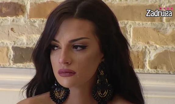 UNIŠTEN JOJ ROĐENDAN! Tara dobila POKLON, isti joj je poklonio BIVŠI! Suza suzu stiže, evo kako je ŠA reagovao! (VIDEO)