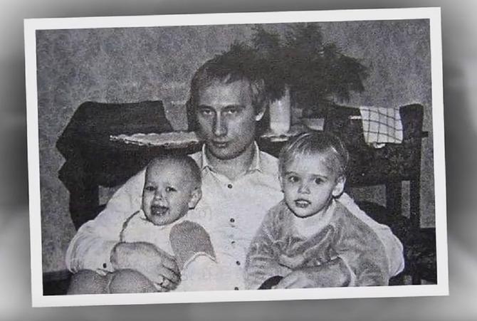 Putin sa Ekatarinom i Marijom dok su bile devojčice