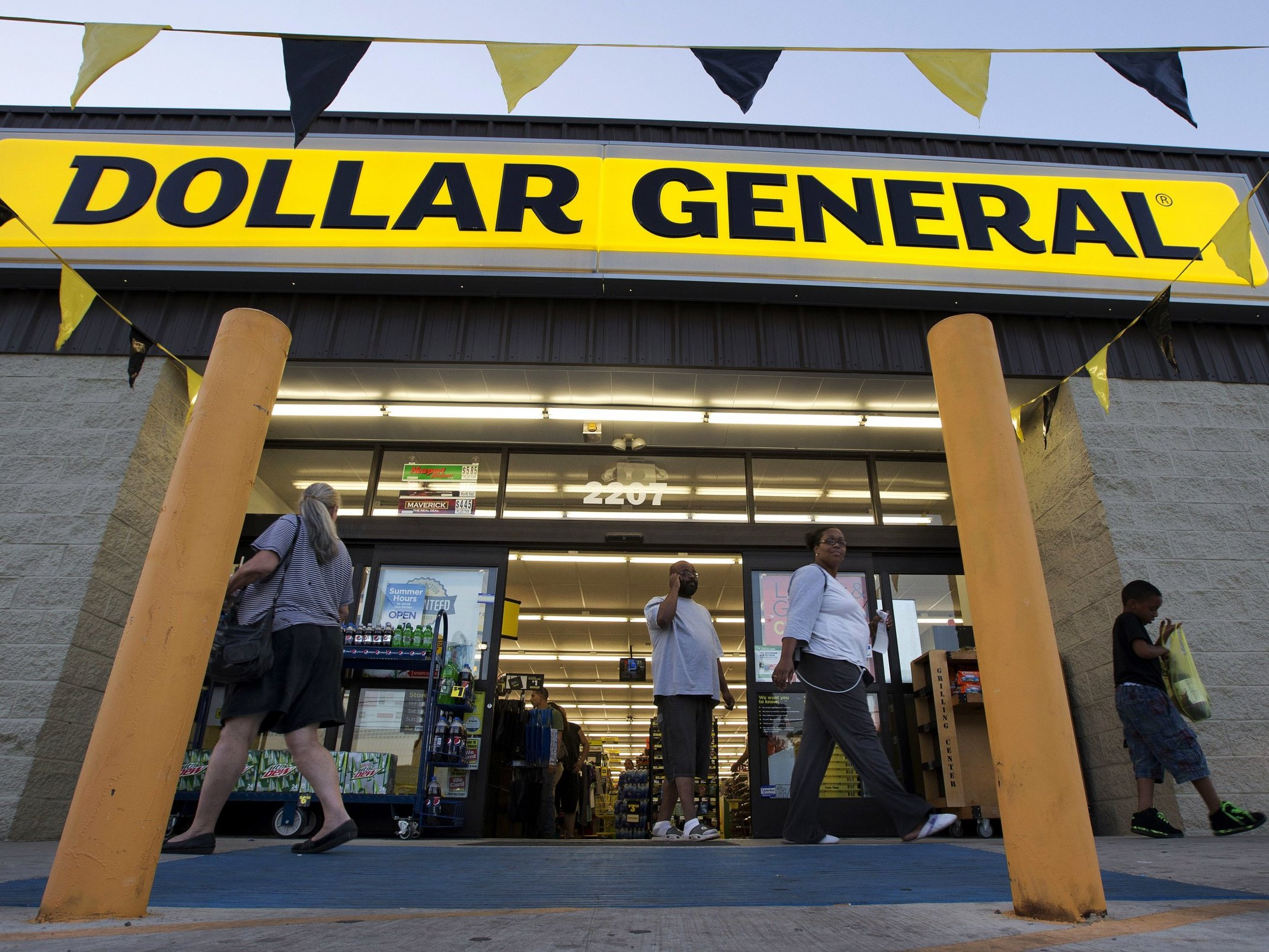 7cbdbc89b69 15 products to buy at Dollar General - and 13 you should skip every time