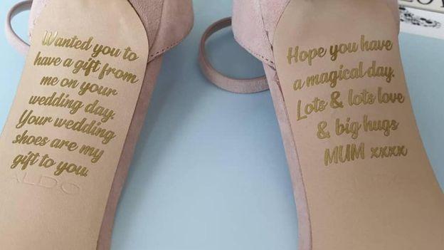 Pokojna majka joj je ostavila poruku na svadbenim cipelama