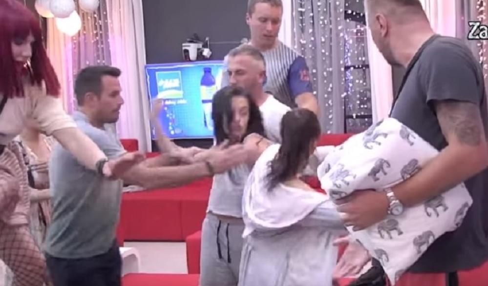 """Neviđeni haos u """"Zadruzi"""": Ni obezbeđenje nije stiglo da reaguje, Tara i Janjuš imali fizički okršaj!"""