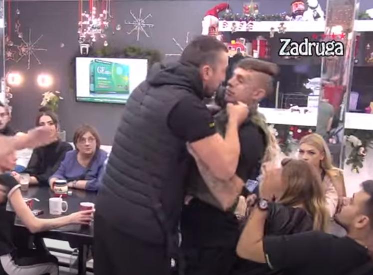 TOTALNI KOLAPS!  Tomović se zaleteo na FRANA, ŠČEPAO ga za VRAT! Obezbeđenje uletelo u Belu kuću! (VIDEO)