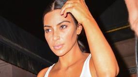 Kim Kardashian bez stanika na spacerze. Nadal seksowna?