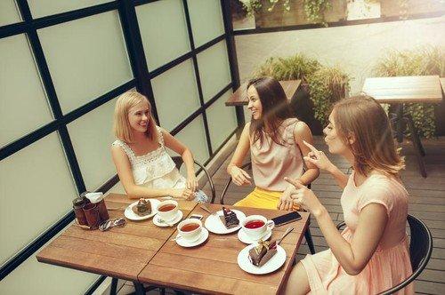 Druženje s prijateljicama je lekovito. Uliva sigurnost i dozu optimizma i stvara osećaj pripadanja