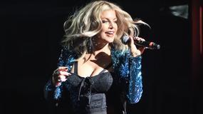 Wydekoltowana Fergie na koncercie w Nowym Jorku